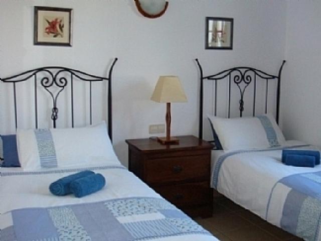 Twin bedroom - Villa Ahlmatel, Playa Blanca, Lanzarote